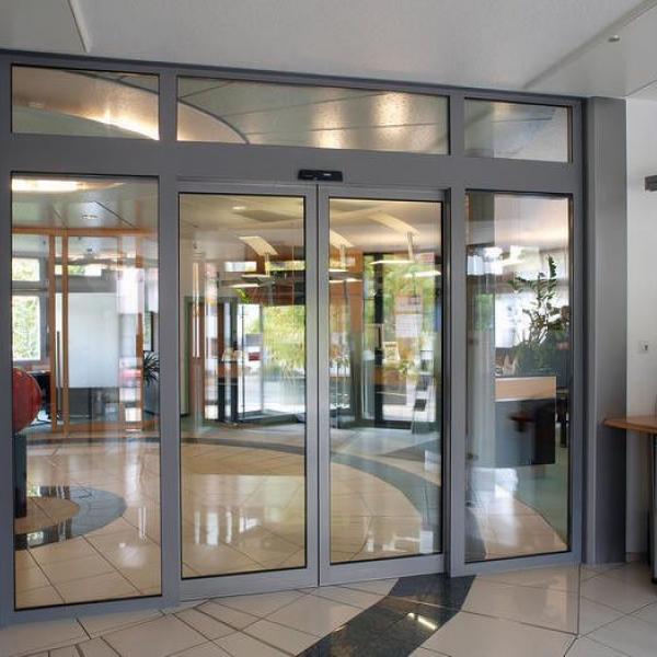 Изготовление и монтаж алюминиевых витражей с автоматическими раздвижными дверьми