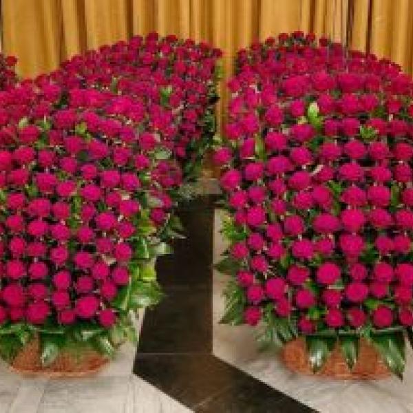Композиция из цветов розы
